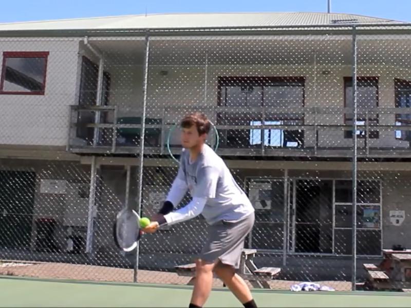Однорукий теннисист всухую выиграл матч на профессиональном турнире