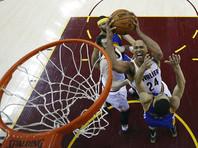 """Кливленд"" разгромил ""Голден Стейт"" в четвертом матче финала НБА"