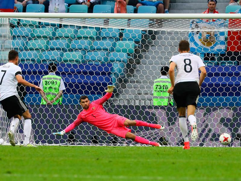 Сборная Германии по футболу переиграла команду Австралии в матче первого тура группового этапа Кубка конфедераций, который проходит в эти дни в России