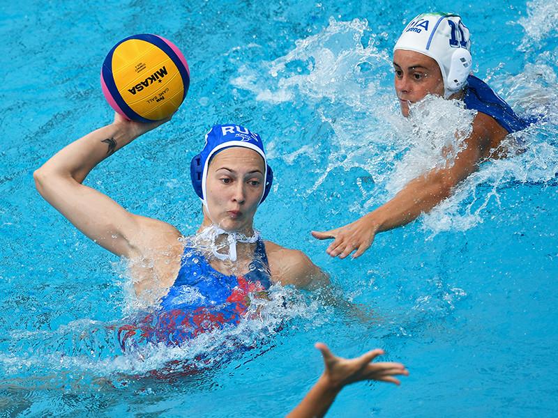 Женская сборная России по водному поло вышла в полуфинал мирового первенства, проходящего в эти дни в Будапеште в рамках чемпионата мира по водным видам спорта