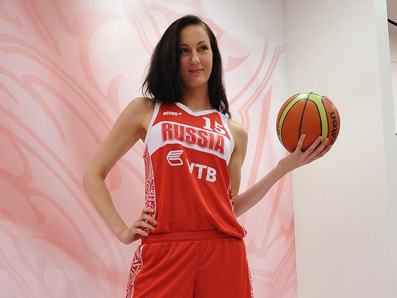 Бывшая баскетболистка сборной России Екатерина Лисина из Пензы объявила о своих претензиях титул обладательницы самых длинных ног в мире. При росте 2,06 метра длина ее ног составляет 133 сантиметра