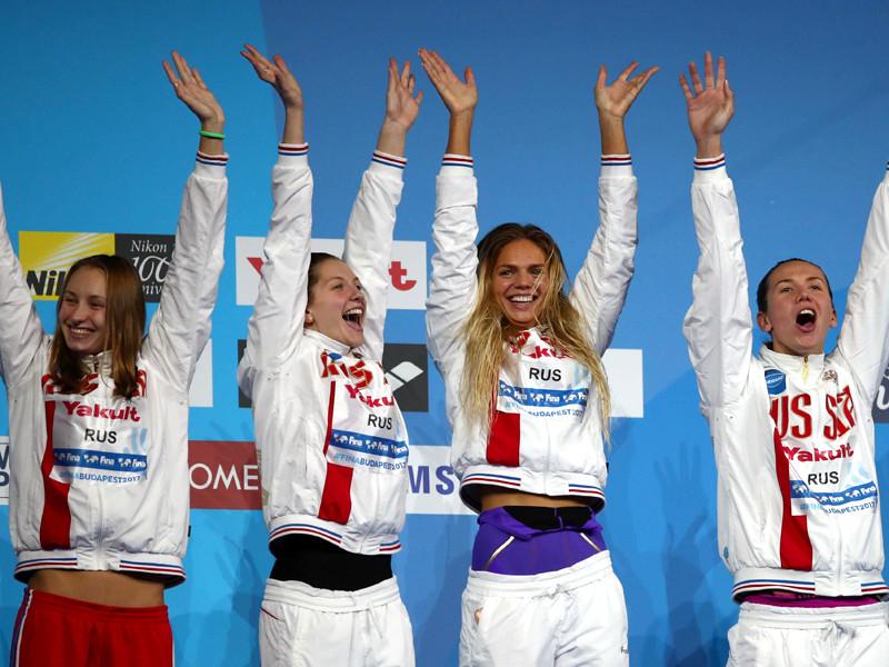 Женская сборная России в составе Анастасии Фесиковой, Юлии Ефимовой, Светланы Чимровой, Вероники Поповой стала серебряным призером в эстафете 4x100 м комплексным плаванием с результатом 3 минуты 53,38 секунды (рекорд Европы)