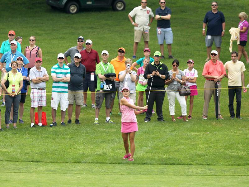 Профессиональным гольфисткам запретили носить декольте, леггинсы и мини-юбки
