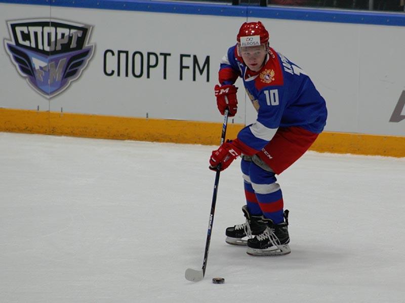 Нападающий Кирилл Капризов, недавно намекавший на скорый отъезд в НХЛ, подписал новый контракт с московским клубом Континентальной хоккейной лиги ЦСКА, рассчитанный на три года - до завершения сезона-2019/20
