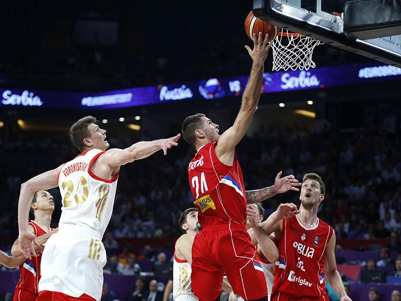 Баскетболисты сборной России уступили в Стамбуле команде Сербии в полуфинальном матче чемпионата Европы со счетом 79:87 (20:25, 14:23, 23:18, 22:21) и теперь поспорят за бронзовые медали турнира