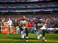 Трамп потребовал запретить игрокам НФЛ вставать на колени во время гимна США
