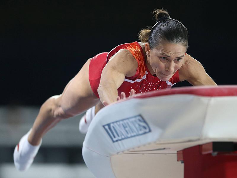 Известная советская гимнастка, олимпийская чемпионка 1992 года Оксана Чусовитина, ныне выступающая за Узбекистан, вышла в финал соревнований в опорном прыжке на чемпионате мира по спортивной гимнастике в Монреале