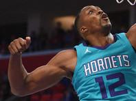В матче НБА разочарованный баскетболист поцеловал судью (ВИДЕО)