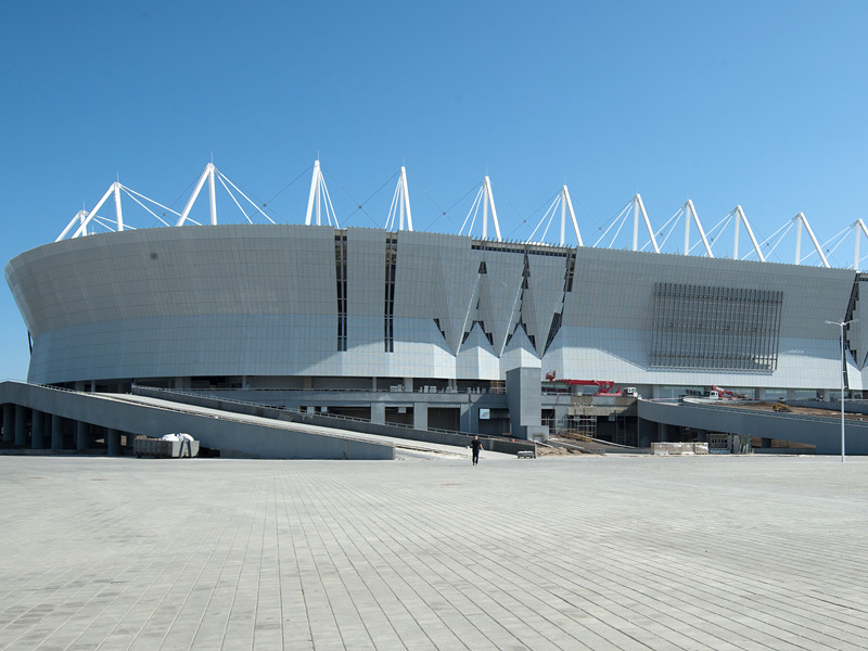 Сотрудники ФИФА после посещения строящегося стадиона в Ростове-на-Дону, где должны пройти матчи чемпионата мира по футболу 2018 года, который принимает Россия, назвали арену непригодной для болельщиков с лишним весом