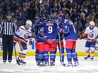 """Хоккеисты """"Коламбуса"""" одержали первую победу в новом сезоне регулярного чемпионата НХЛ, переиграв дома """"Нью-Йорк Айлендерс"""" со счетом 5:0"""