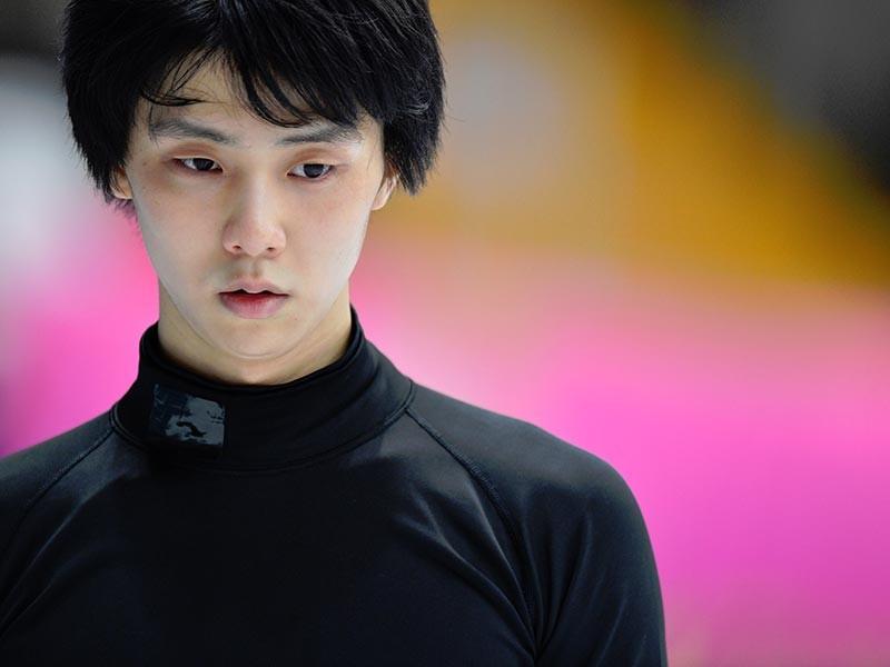 Тренировка олимпийского чемпиона по фигурному катанию японца Юдзуру Ханю перед стартовым московским этапом серии Гран-при сезона-2017/18 вызвала огромный интерес у зрителей