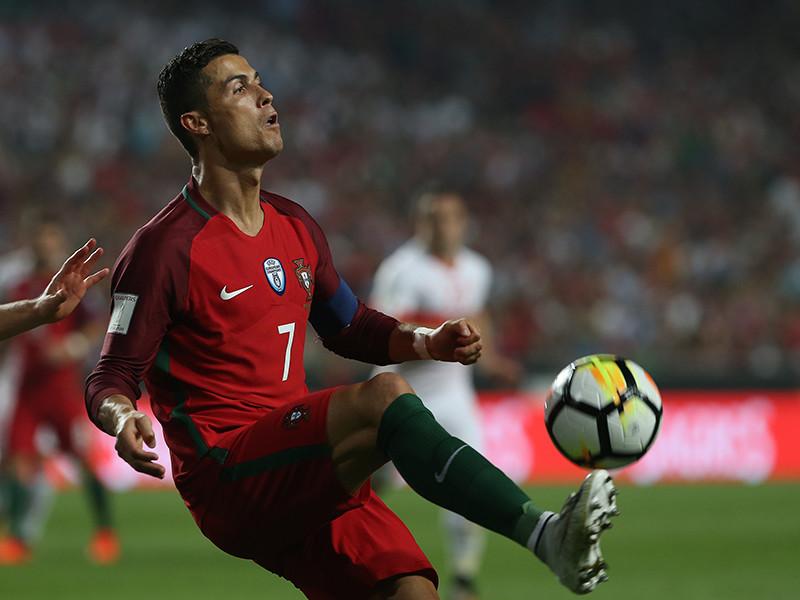 """Португальский футболист испанского """"Реала"""" Криштиану Роналду занял второе место в списке самых высокооплачиваемых европейских знаменитостей по версии Forbes"""