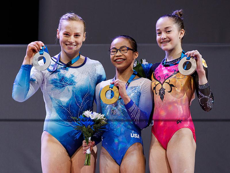 Россиянка Елена Еремина заняла третье место по итогам финала в личном многоборье на чемпионате мира по спортивной гимнастике, который проходит в канадском городе в Монреаль, золотую медаль выиграла американка Морган Хард