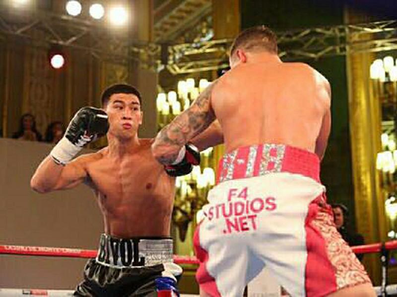 Российский боксер Дмитрий Бивол одержал победу над австралийцем Трентом Бродхерстом в 12-раундовом поединке в Монте-Карло
