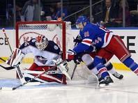 Вратарь сборной России Сергей Бобровский отразил все 36 бросков и был признан первой звездой матча и дня в НХЛ <i>адреса</i>