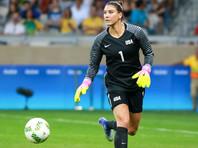 Соло провела более 200 матчей за национальную сборную США, стала двукратной олимпийской чемпионкой, победительницей чемпионата мира-2015 и серебряным призером ЧМ-2011. Дважды 36-летняя спортсменка получала приз лучшему вратарю чемпионатов мира, а в 2009 году Соло была признана футболисткой года в США