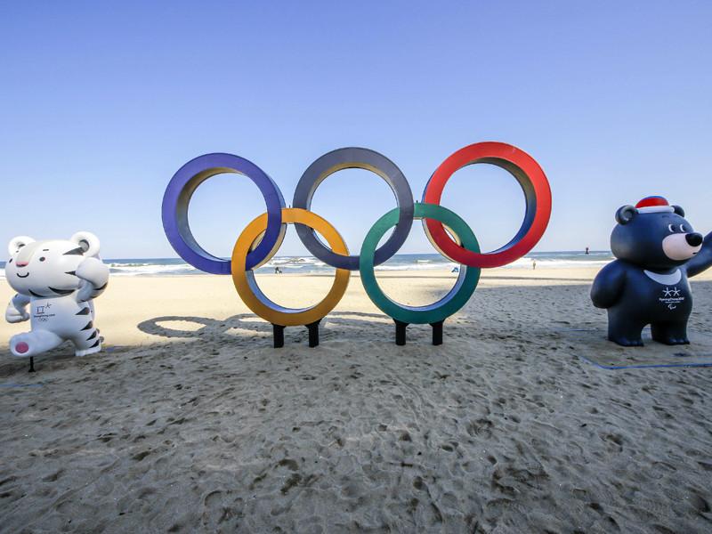 """Международный олимпийский комитет (МОК) в среду обнародовал список требований к форме """"олимпийских атлетов из России"""", которые будут заменять собой на зимних Играх 2018 года в южнокорейском Пхенчхане недопущенную делегацию РФ"""