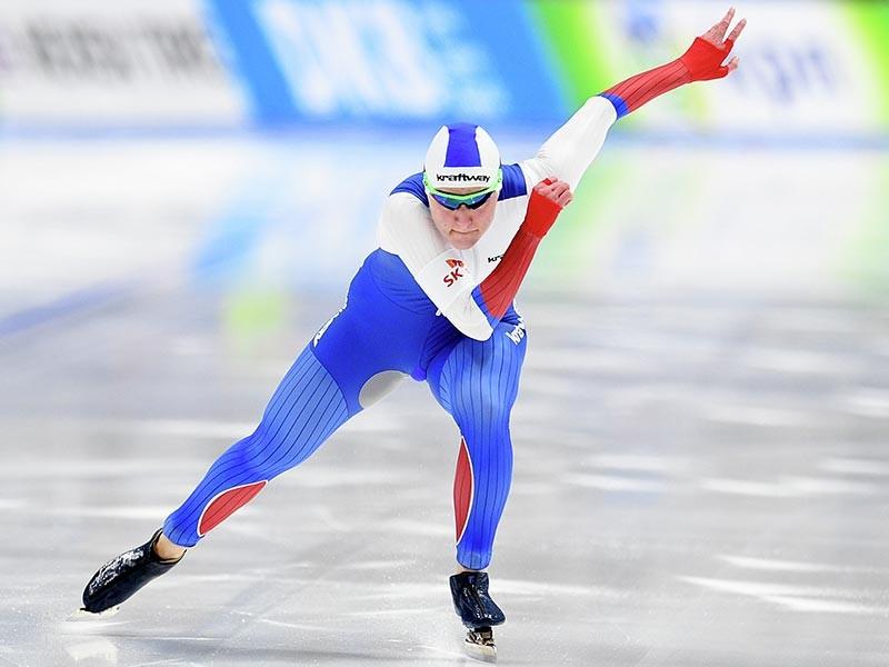 Российские конькобежки в составе Ангелины Голиковой (на фото), Ольги Фаткулиной и Елизаветы Казелиной обновили свой же рекорд мира в командном спринте на этапе Кубка мира в канадском Калгари. Они преодолели дистанцию за 1 минуту 24,84 секунды