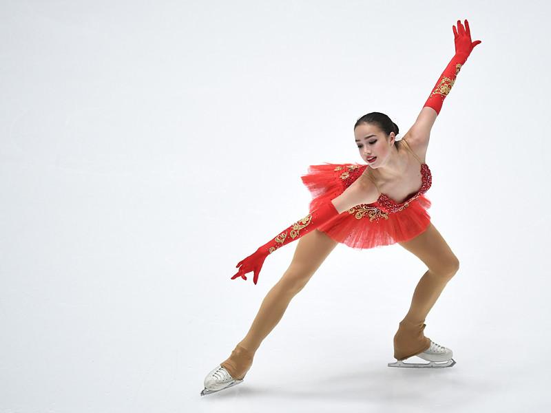 Алина Загитова выиграла чемпионат России по фигурному катанию на льду Санкт-Петербурга, получив от судей по сумме двух программ 233,59 балла