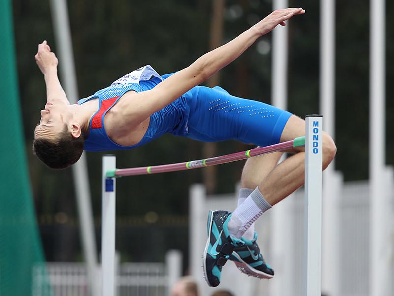 Лысенко со второй попытки прыгнул на 2 метра 35 сантиметров, установив также личный рекорд в закрытых помещениях. Летнее достижение 20-летнего спортсмена равно 2,38 метра - планку на такой высоте он взял в конце августа прошлого года на турнире в Германии