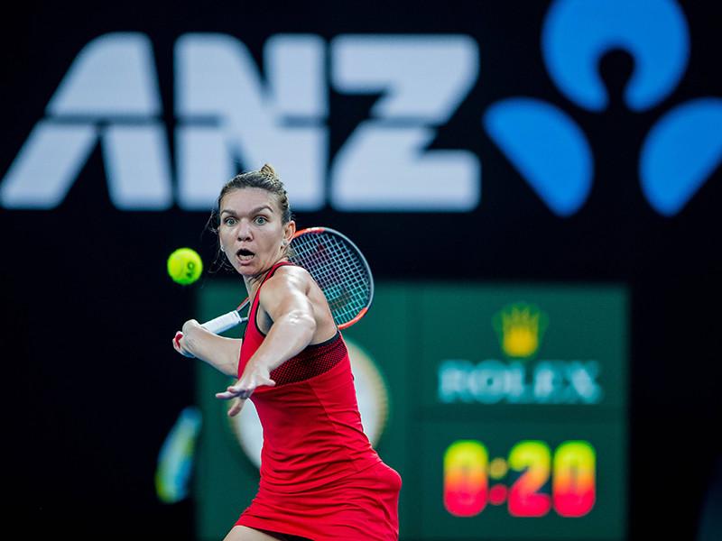 """Первая ракетка мира Симона Халеп оказалась в больнице после финала открытого чемпионата Австралии. Румынскую теннисистку доставили в госпиталь с диагнозом """"истощение и обезвоживание"""""""