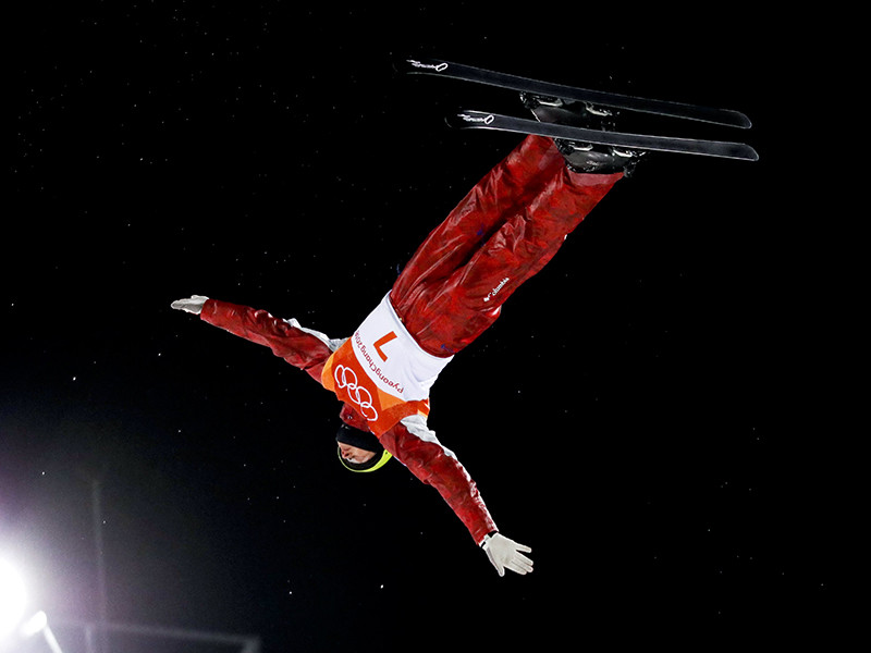 Российский фристайлист Илья Буров стал обладателем бронзовой медали Олимпийских игр в Пхенчхане в соревнованиях по лыжной акробатике. Буров набрал за выступление в третьем раунде финала 122,17 балла, заняв в итоге третье место