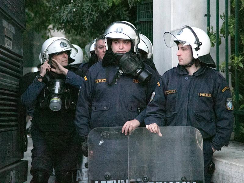 Украинские болельщики напали на россиян в Афинах с ножами и кастетами