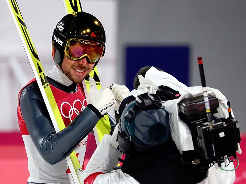 Йоханнес Ридзек из Германии завоевал золото в олимпийских соревнованиях по лыжному двоеборью в южнокорейском Пхенчхане. Немцы поделили между собой медали перед финишным створом и заняли весь пьедестал почета