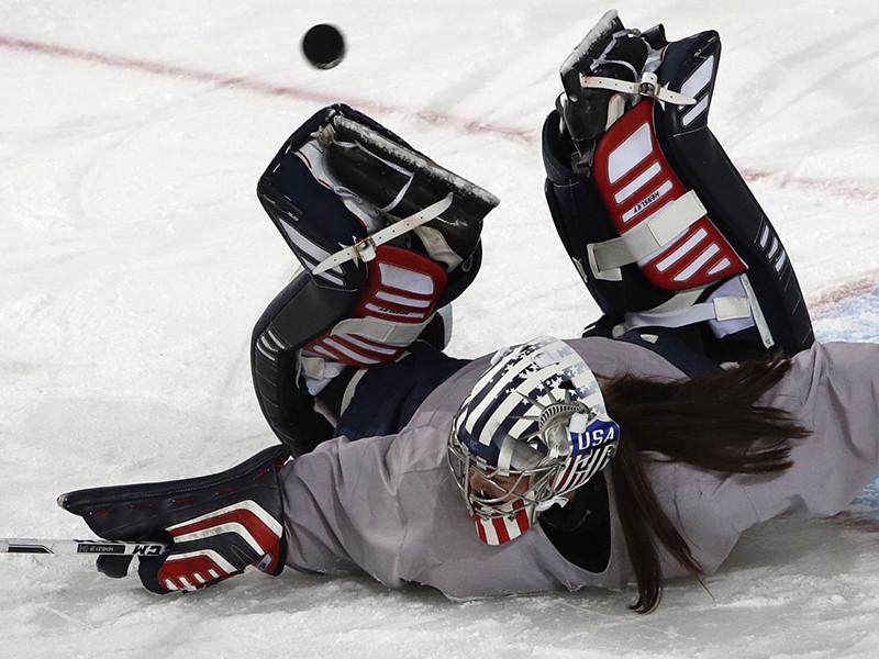 МОК считает, что боевая раскраска американских шлемов нарушает 51-е правило Олимпийской хартии, согласно которому запрещено использовать Олимпийские игры в качестве платформы для протестов, демонстраций или содействия политической, религиозной или расовой пропаганды