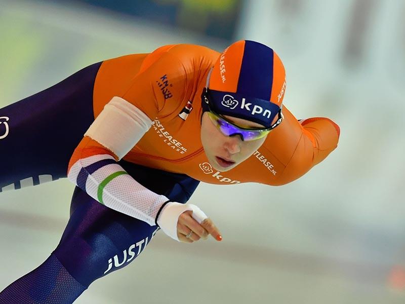 Голландская конькобежка Карлейн Ахтеректе заняла первое место в забеге на 3000 метров. Карлейн показала результат 3 минуты 59,21 секунды.Второе место заняла ее соотечественница Ирен Вюст (3.59,29), третьей стала еще одна представительница Нидерландов Антуанетт де Йонг(на фото)(4.00,02)