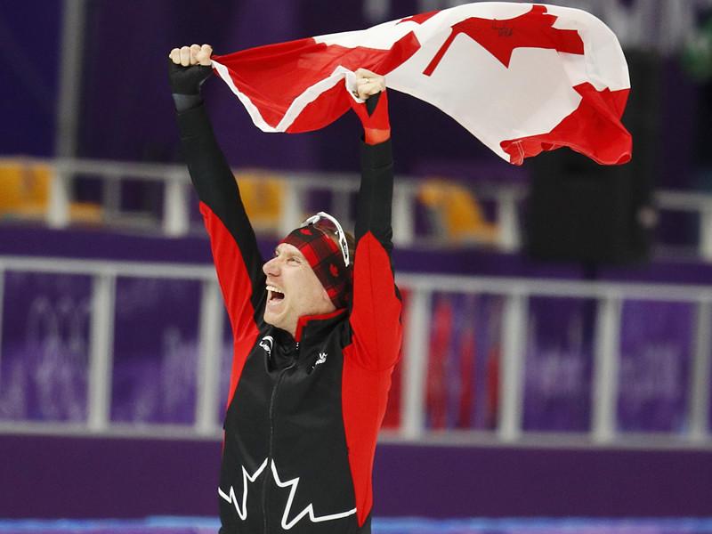Канадец Тед-Ян Блумен в четверг завоевал золотую медаль олимпийского турнира конькобежцев на дистанции 10000 метров, прервав впечатляющую победную серию на Играх в Южной Корее скороходов из Нидерландов