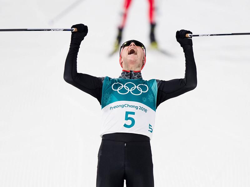 Немец Эрик Френцель завоевал золото в олимпийских соревнованиях по лыжному двоеборью в южнокорейском Пхенчхане, включающим в себя прыжки со среднего трамплина К-98 и гонку на 10 км по системе Гундерсена