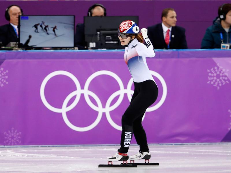 Представительница Южной Кореи Чхве Мин Чжон выиграла золотую медаль в шорт-треке на дистанции на 1500 м на Олимпиаде в Пхенчхане, показав результат 2 минуты 24,948 секунды
