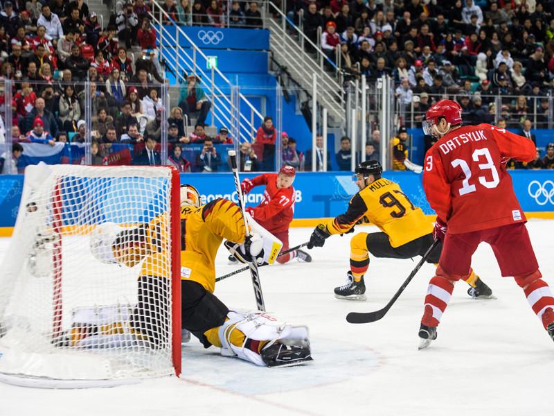 На фото: Кирилл Капризов забивает победную шайбу в ворота сборной Германии