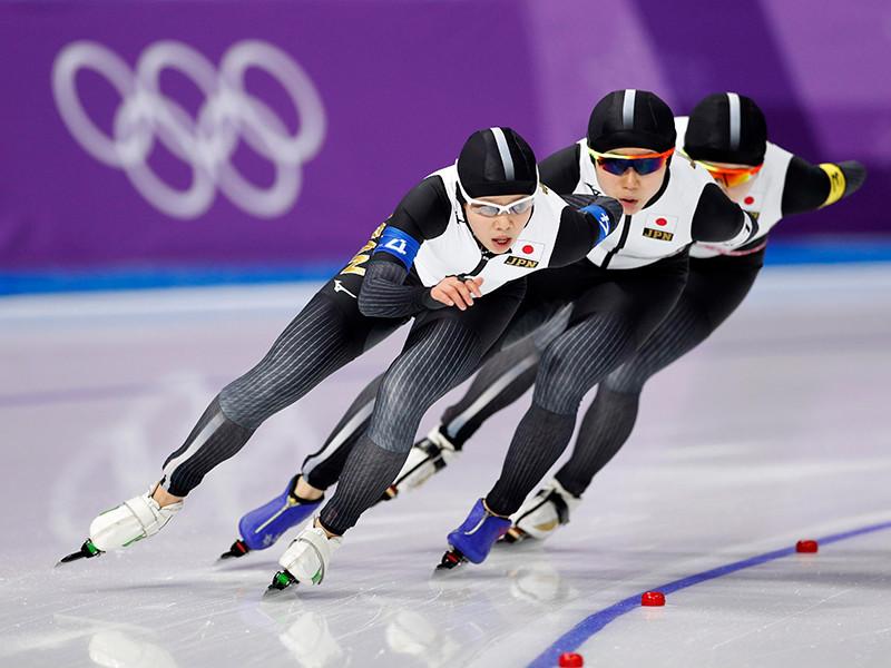 Женская сборная Японии по конькобежному спорту завоевала золотые медали в командной гонке преследования на Олимпийских играх в южнокорейском Пхенчхане