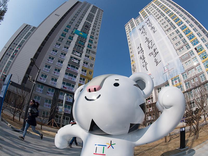 Члены делегаций стран - участниц Олимпиады, проживающие в Олимпийской деревне в Пхёнчхане, получили смс-уведомление о произошедшем в городе Пхохан землетрясении