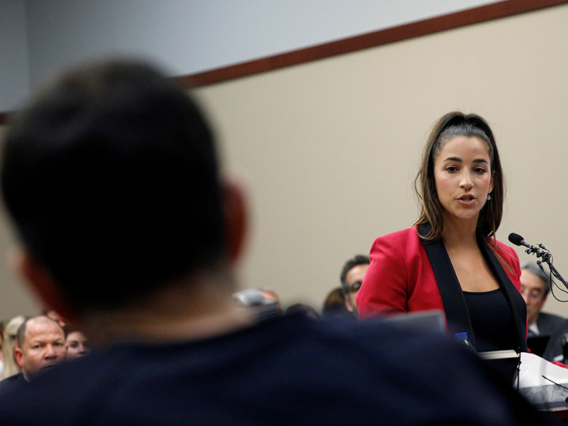 23-летняя Райсман в своем иске, поданном в суд в штате Калифорния, утверждает, что НОК и Федерация гимнастики США знали о домогательствах Ларри Нассара к спортсменкам, но, по ее словам, не предприняли никаких действий