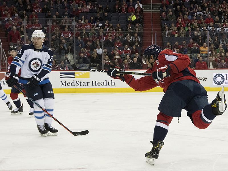 """Нападающий """"Вашингтон Кэпиталз"""" Александр Овечкин забросил 600-ю шайбу в карьере и стал 20-м игроком в истории Национальной хоккейной лиги (НХЛ), добившимся такого результата. Среди российских игроков до этого рубежа еще никто не добирался"""
