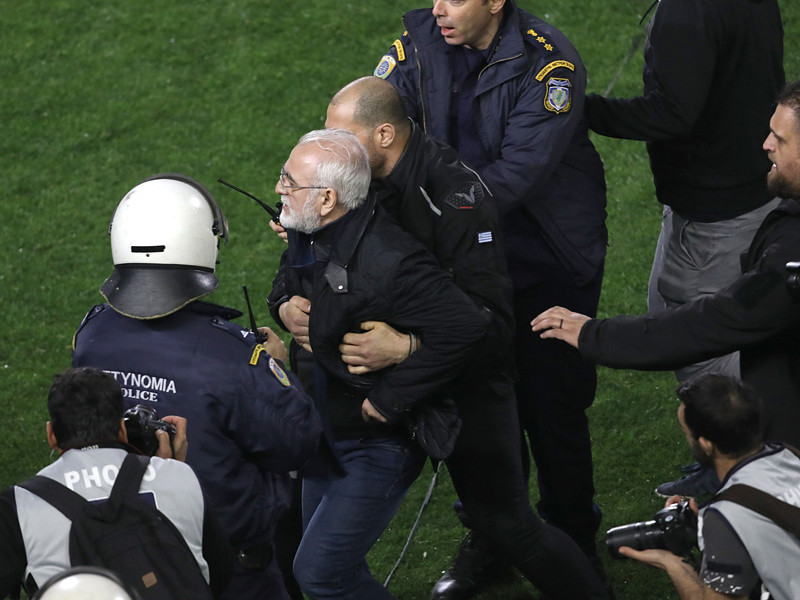 Президенту футбольного клуба ПАОК Ивану Саввиди вынесен трехлетний запрет на посещение футбольных матчей в Греции за угрозы судье
