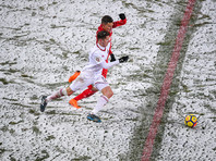 РФПЛ извинилась перед телезрителями, не видевшими мяча на снежном поле