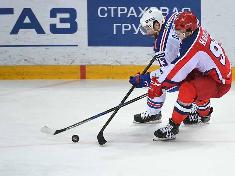 Санкт-петербургский СКА одержал выездную победу над московским ЦСКА в третьем матче серии полуфинальной серии плей-офф Континентальной хоккейной лиги (КХЛ)