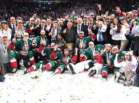 """Игроки ХК """"Ак Барс"""", ставшие обладателями Кубка Гагарина Континентальной хоккейной лиги сезона 2017-2018, празднуют победу после церемонии награждения"""