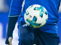 Кубинский жонглер установил рекорд, чеканя футбольный мяч сидя
