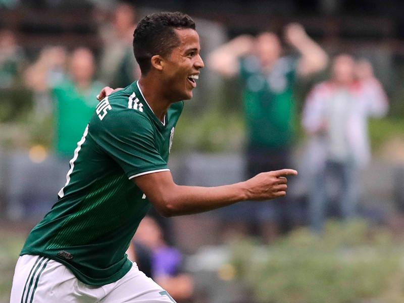 В Мексике разразился скандал вокруг национальной команды страны по футболу, которая устроила грандиозную прощальную вечеринку перед чемпионатом мира в России