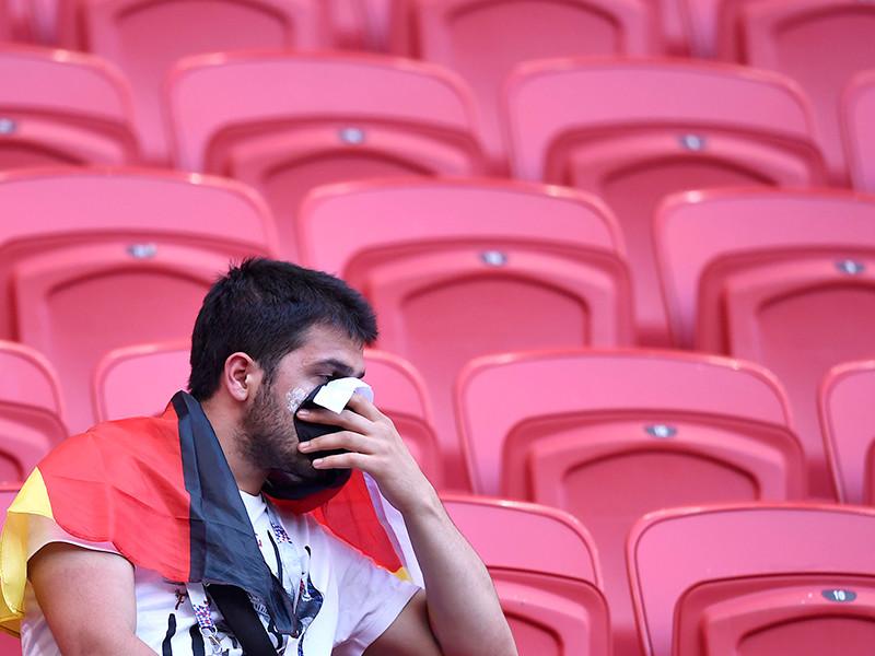 Болельщики сборной Германии по футболу после вылета национальной команды с чемпионата мира раньше запланированного покидают Россию и сдают билеты на матчи плей-офф турнира