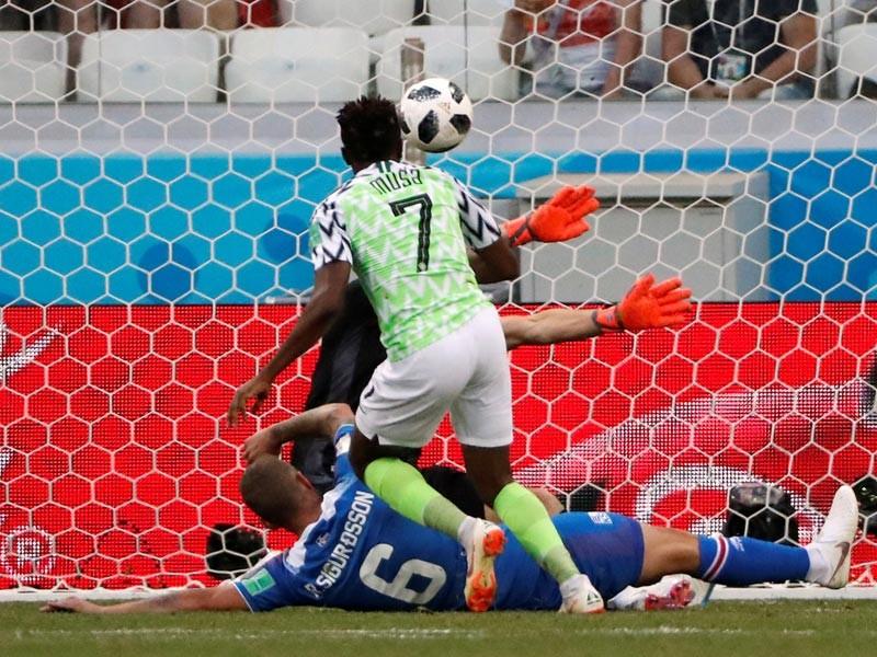 Сборная Нигерии переиграла команду Исландии в матче второго тура группового этапа чемпионата мира по футболу. Встреча группы D в Волгограде завершилась со счетом 2:0 в пользу африканцев, которые добыли свою первую победу на нынешнем мундиале