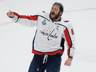 """Овечкин получил в НХЛ седьмой """"Морис Ришар Трофи"""" и догнал Бобби Халла"""