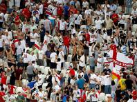 Ранее в сети появилось видео, на котором английские фанаты показывают нацистские приветствия в одном из российских баров. Также британские болельщики сняли видео с антисемитскими песнями, исполненными в Волгограде спустя несколько часов после матча Англия-Тунис