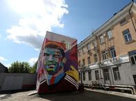 В Казани к приезду Лионеля Месси срочно дорисовывают его граффити