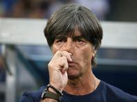 Тренера сборной Германии во время матча ЧМ-2018 вновь застали за поеданием козявок